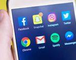 social-media-icons-auf-hand